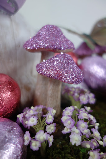 How gorgeous are these glittered mushroom caps? I mixed a couple sizes of glitter for a more textured finish, and they really brought the whole basket together.