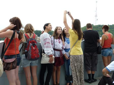 Fete din Ucraina in costume populare
