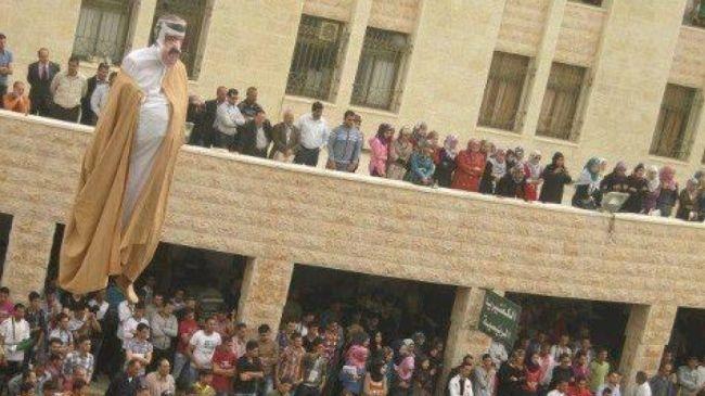 Παλαιστίνιοι έκαψαν ομοίωμα του εμίρη του Κατάρ