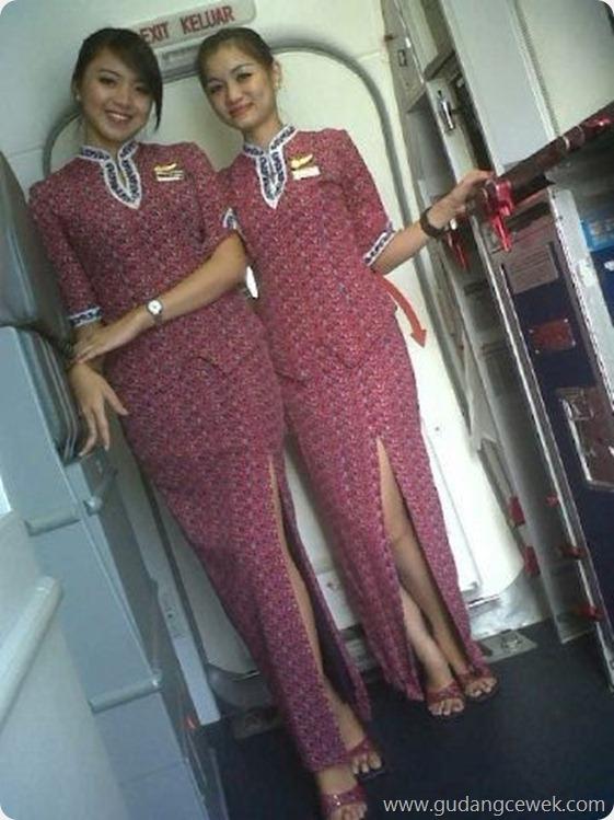 Heboh Foto Pramugari Seksi Berpose di Pesawat || gudangcewek.com