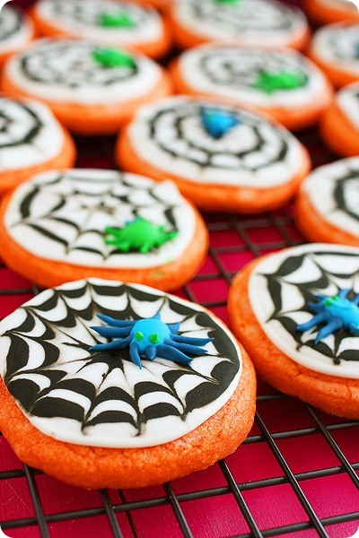 Spooky Spiderweb Cookies – Scrumptious spider-decorated sugar cookies for a delicious (and adorable) Halloween treat! | thecomfortofcooking.com