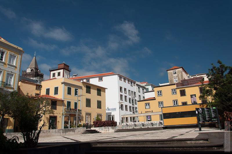 132. Февраль. Мадейра. Фуншал. Улочки города. Маленькие и неожиданно выныривающие площади приводят в восторг.