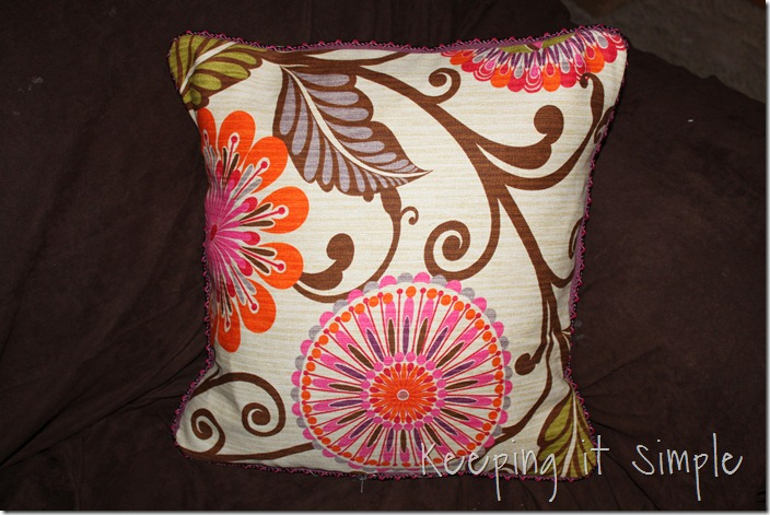 Piping on a pillow (19)