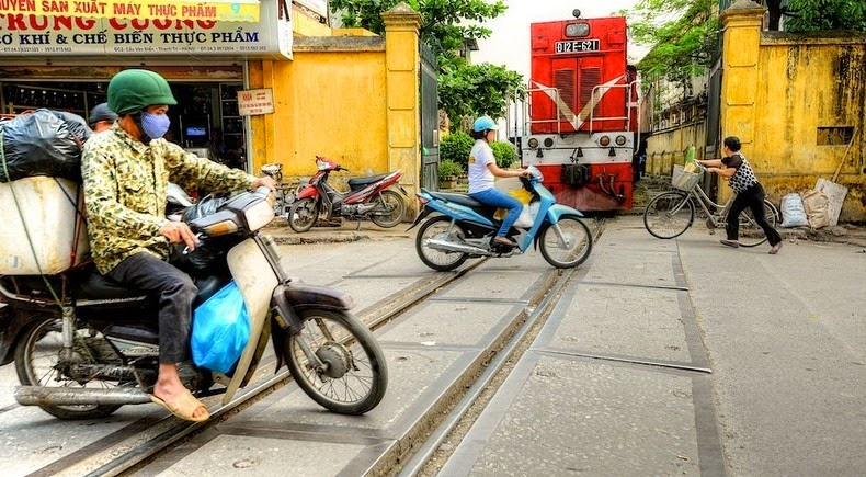 hanoi-train-track-10