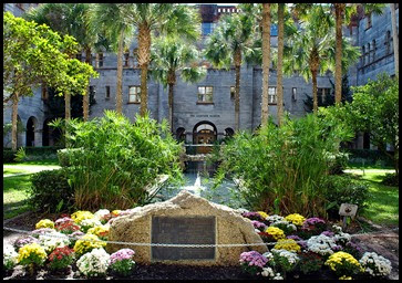 08b - Alcazar Hotel - Court Yard