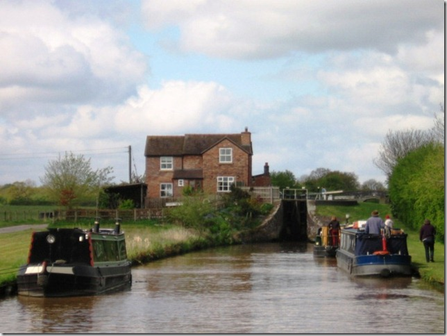 looking back at teh lock cottage