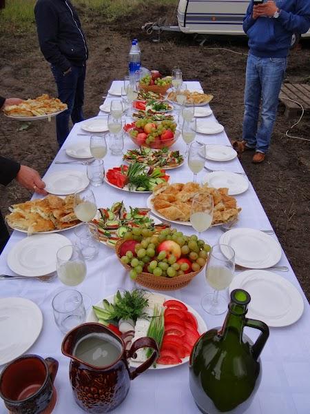 Basarabia - Drumul Vinului. Masa pe santier