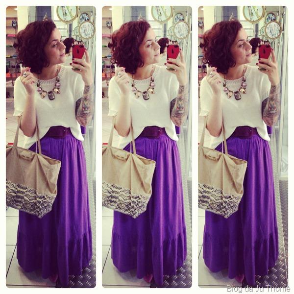 Look tricot branco, saia longa roxa e maxi colar (1)