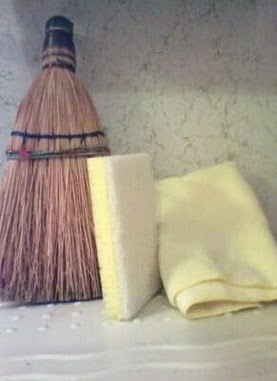 Broom,_sponge_and_towel
