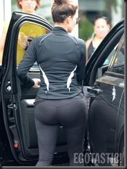 kim-kardashian-wears-leggings-at-body-and-soul-gym-in-miami-03-675x900