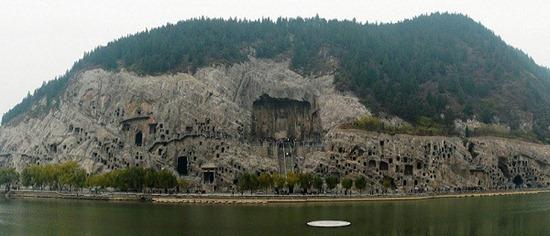 Xem tượng Phật ẩn trong hang động kì diệu