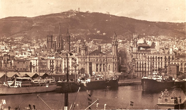 El RIO CABRIEL atracado en el puerto de Barcelona. Al fondo la Via Layetana. Foto cedida por Laureano Garcia. TRASMESHIPS.JPG