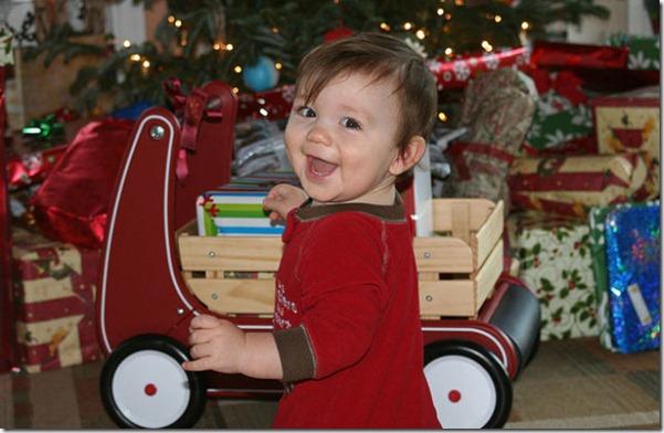 happy-kids-christmas-morning-18