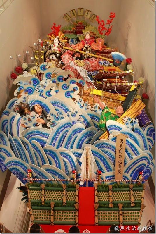 日本-祇園-櫛田神社-一般的山笠在祭典後都會被解體,只有櫛田神社的山笠例外,會一直放在神社中展示到隔年6月,很多人來到櫛田神社主要就是為了欣賞巨大的裝飾山笠。