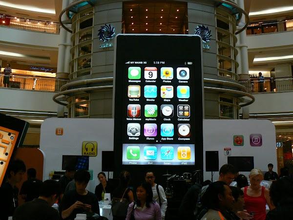 11. Lansarea Iphone.JPG