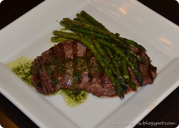 New-York-Steak-and-asparagus-with-chimichurri (1)