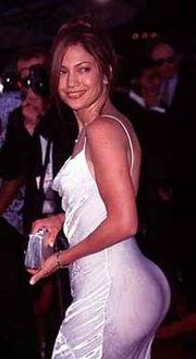 Jennifer Lopez back-dietro-sedere-sporgente-vestita