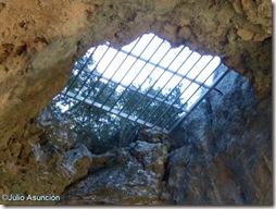 Curioso agujero en el abrigo de la Cueva de les Mallaetes - Barx