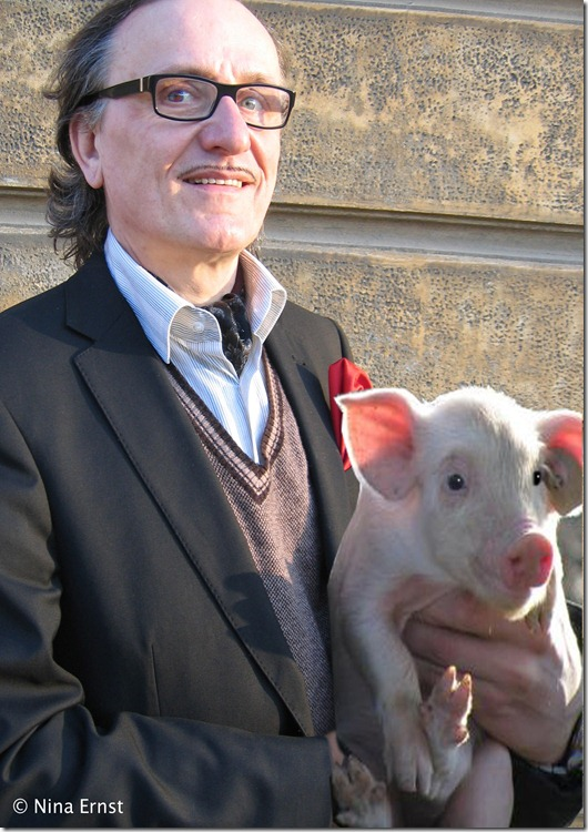 Graf Blickensdorf mit Glücksschwein groß Foto