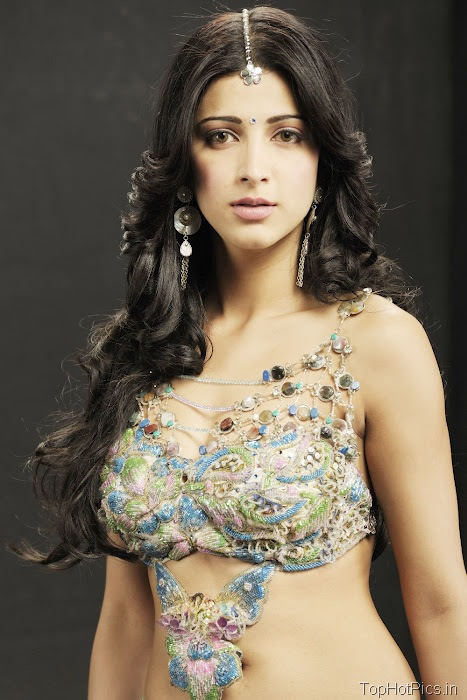 Shruti Hassan Latest Pics in Indian Style 3