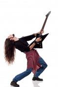 guitarrista de heavy metal tocando uma guitarra [rock'n roll, música] (Viorel Sima em 123RF.com)