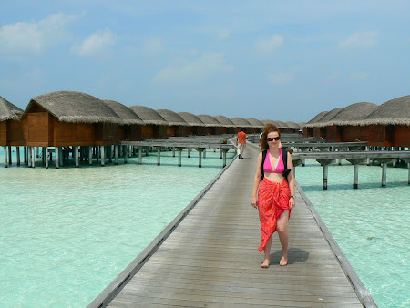 Hotel Anantara Dhigu: Towards the water bungalows