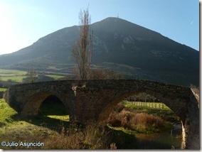 Puente medieval e Higa de Monreal