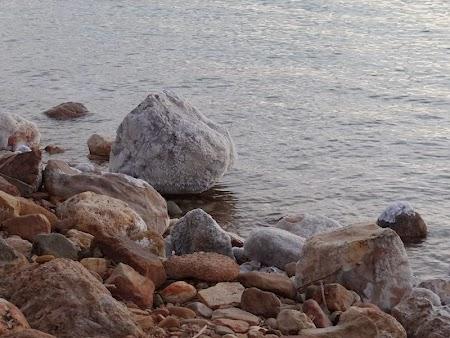 30. Bolovani de sare la Marea Moarta.JPG