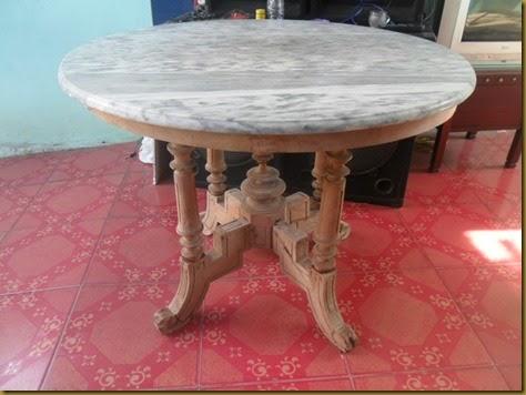 Meja marmer kuno antik diameter 99 cm, dengan khas kaki meja EROPA, batu marmer motif kulit jeruk