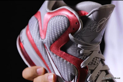 nike lebron 9 gr ohio state grey 1 02 LEBRON 9: Shoe Science Position Video. Ohio State 9s Unveiled.