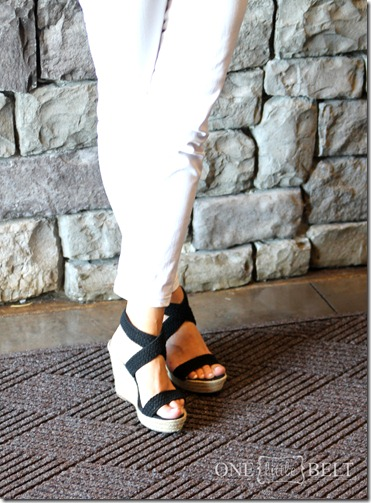white-jeans-wedges