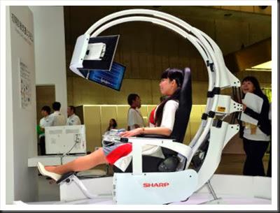 Cadeira que reproduz sentidos vitais é exposta no salão tecnológico de Chiba: duzentas mil pessoas visitam todos os anos este evento