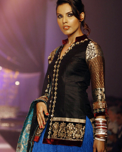 Kurta Designs by Manish Malhotra http://besthairstylesideas.info/gallery/youtube-new-kurta-desgin
