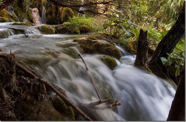 amazing-waterfalls-of-plitvice-lakes-in-croatia-6