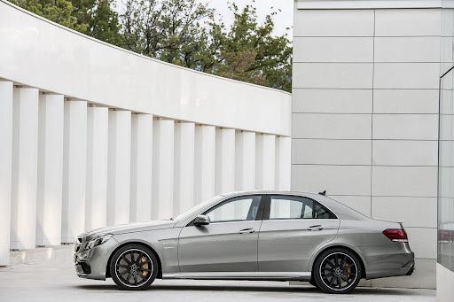 Mercedes-Benz-E-63-AMG-12.jpg