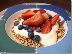 breakfast_fruit_yogurt_granola