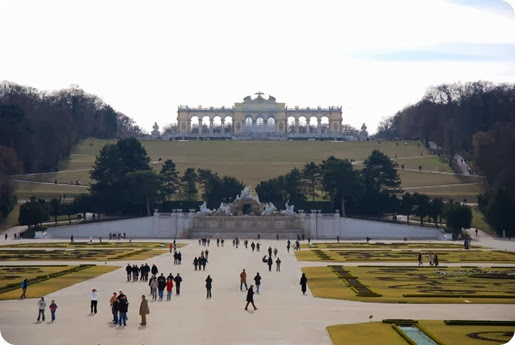 Schonbrunn_Gardens_travel to Europe