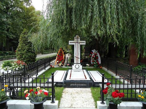 Nyjomfruklostret og dets kirkegård i moskva. her hviler shostakovich