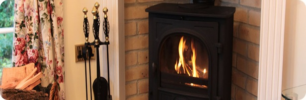 charlton-house-self-catering-lodge-fireplace