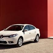2013-Renault-Fluence-5.jpg
