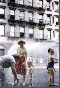 Ruth_Orkin_Mother_and_Child_in_Water_1950