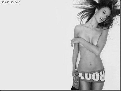 Alessandra Ambrosio black and white free wallappers