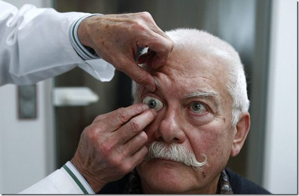 glass-prosthetic-eyes-10