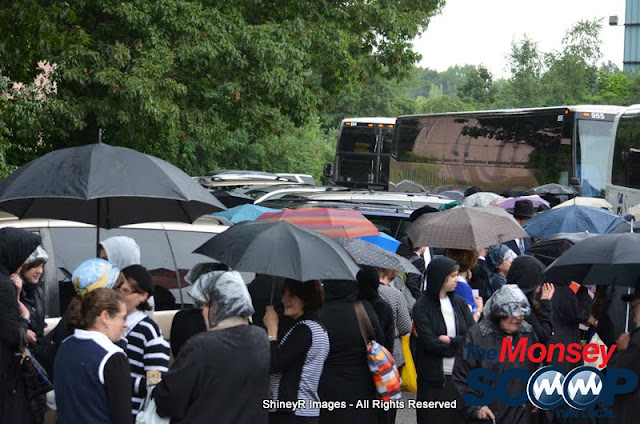 Loading the Buses in Monsey for the Siyum HaShas In MetLife Stadium (Meir Rothman) - DSC_0024.JPG