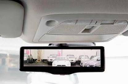 Nissan desenvolve espelho retrovisor inteligente com LCD