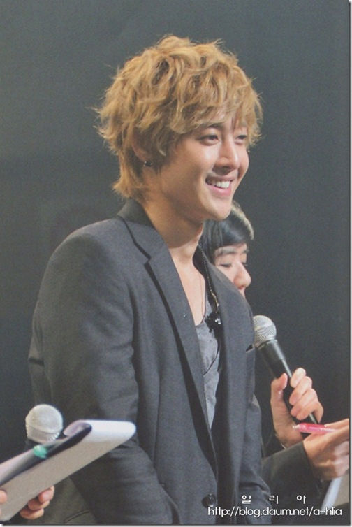 [Magazine]First_Tour_2011_in_Japan_(34-1)