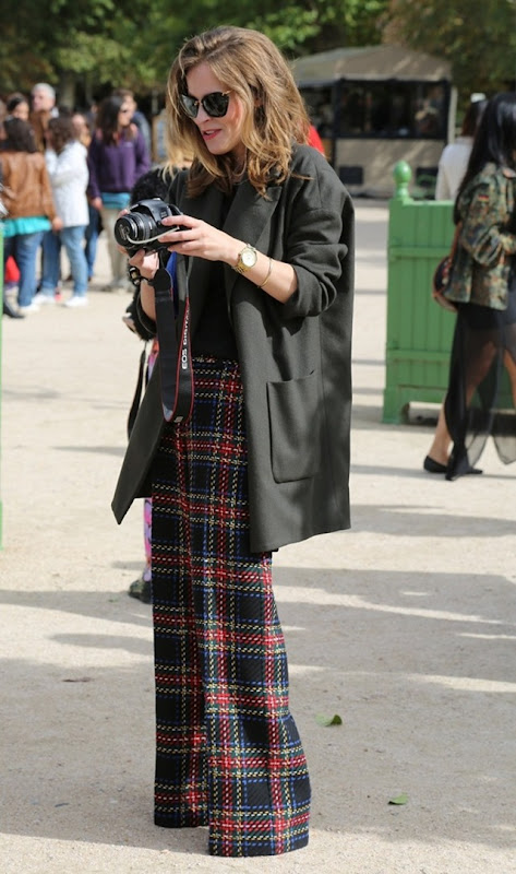 STREET-STYLE-PLAID-TROUSERS-TARTAN-CHECKERED-PANTS-FASHION-WEEK-ASOS-TARTAN-WIDE-LEG-TROUSERS-MIU-MIU-GLITTER-SUNGLASSES-OVERSIZED-BLAK-BOYFRIEND-BLAZER-JACKET-WATCH-WALK-FAST-STRONG-COOL-URBAN-TUMBLR