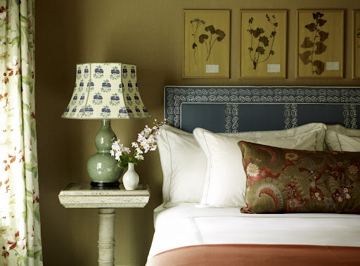 Darker turquoise, such as the shade on this headboard, is a wonderful color for Fall. I love how it works in tandem with the mossy green of that lamp. (www.pinterest.com)