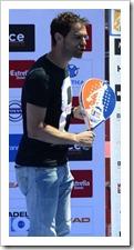 José Manuel Calderón, fue uno de los encargados de entregar el trofeo a los ganadores