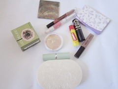 whats in my pouch, bitsandtreats